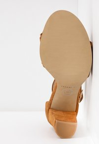 Pavement - SILKE WAVE - Sandals - tan - 6