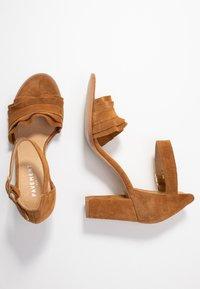 Pavement - SILKE WAVE - Sandals - tan - 3