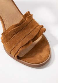 Pavement - SILKE WAVE - Sandals - tan - 2