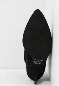 Pavement - VERONICA - Classic ankle boots - black - 6