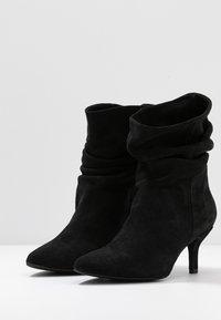 Pavement - VERONICA - Classic ankle boots - black - 4