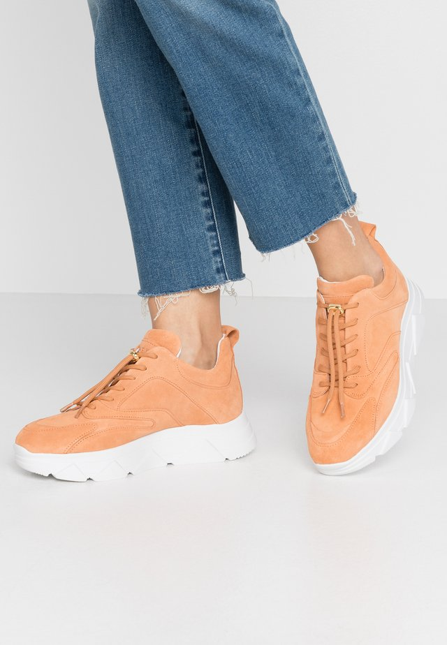 PORTIA - Trainers - peach