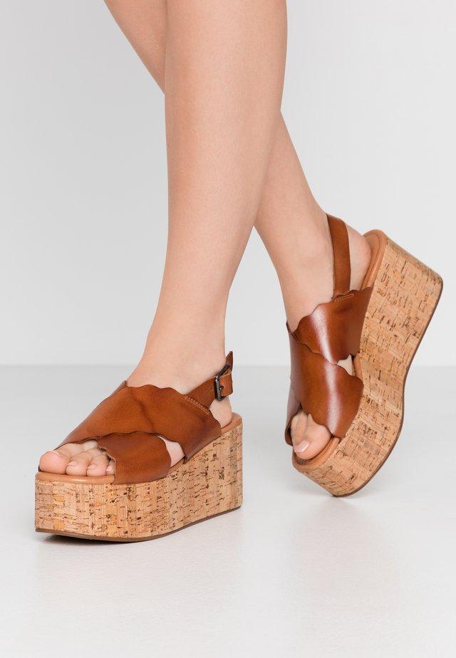 DINA - Korkeakorkoiset sandaalit - tan