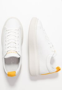 Pavement - DEE COLOR - Joggesko - white/yellow - 3