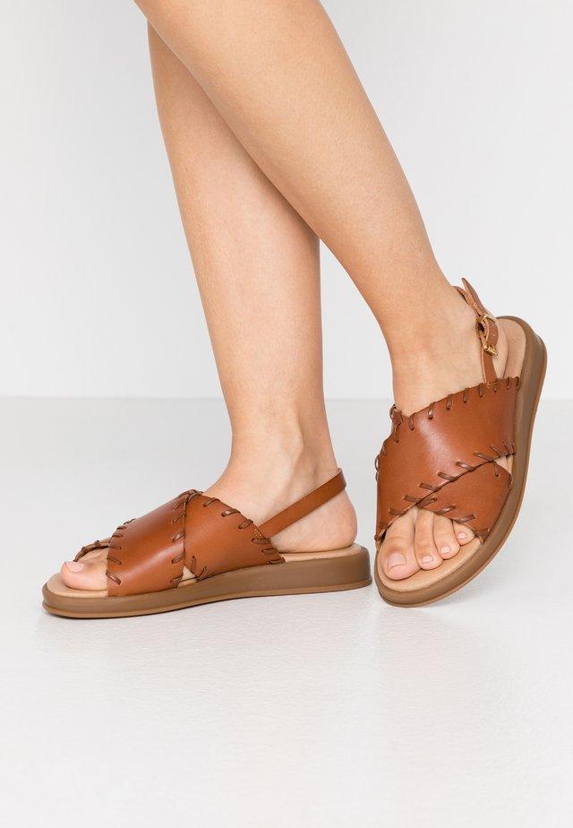SIF - Sandaalit nilkkaremmillä - tan