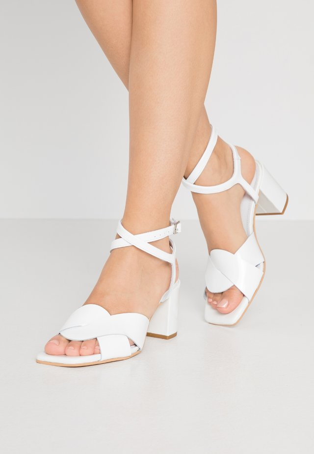 RUNA - Bridal shoes - white