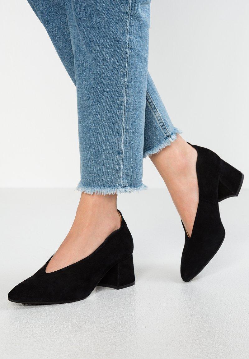 Pavement - HELENA - Classic heels - black