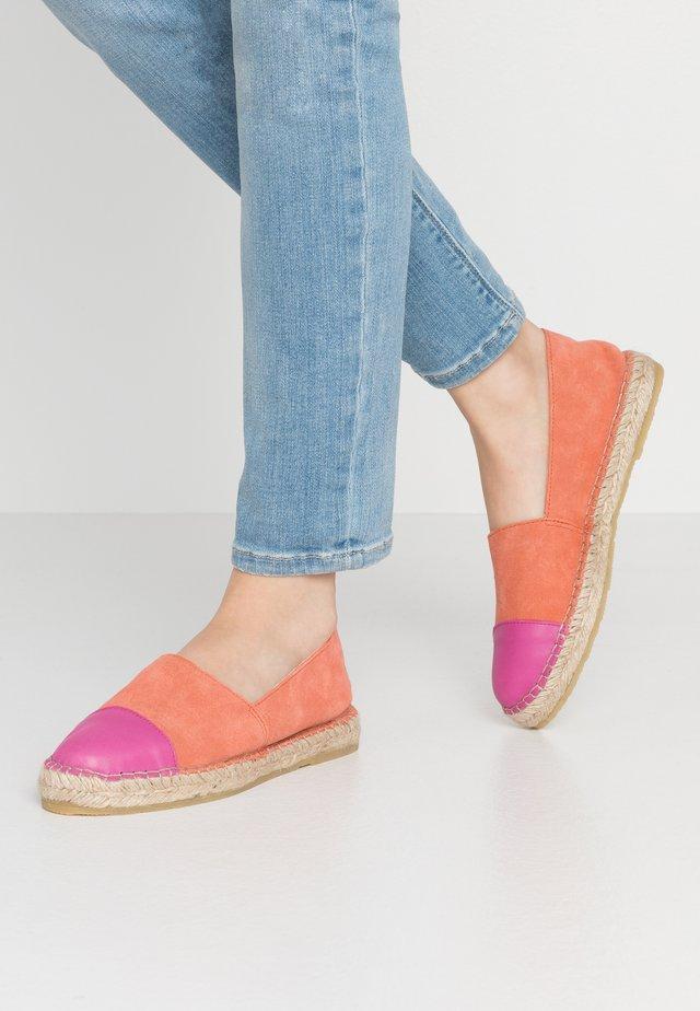 NANNA - Espadrilles - coral/pink