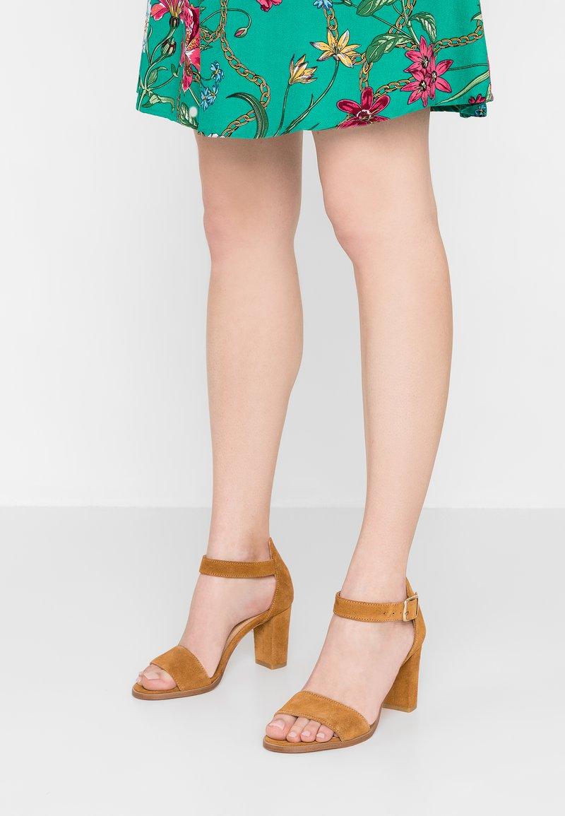 Pavement - SILKE - Sandals - tan