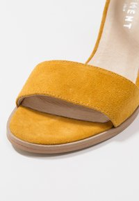 Pavement - SILKE - Riemensandalette - yellow - 2