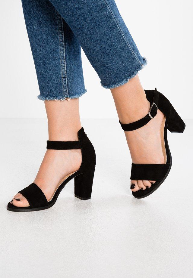SILKE - Sandaalit nilkkaremmillä - black