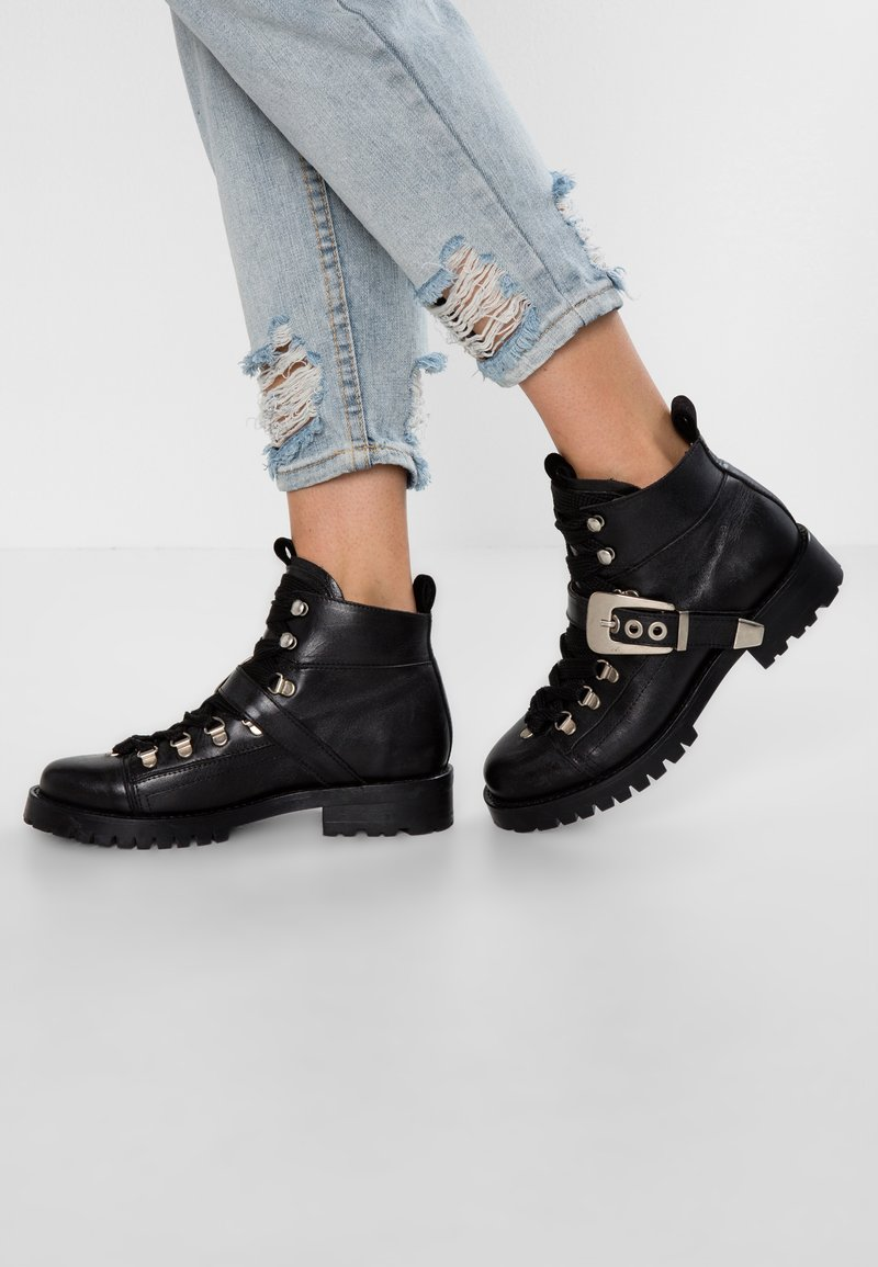Pavement - ALICE BUCKLE - Ankle boots - black