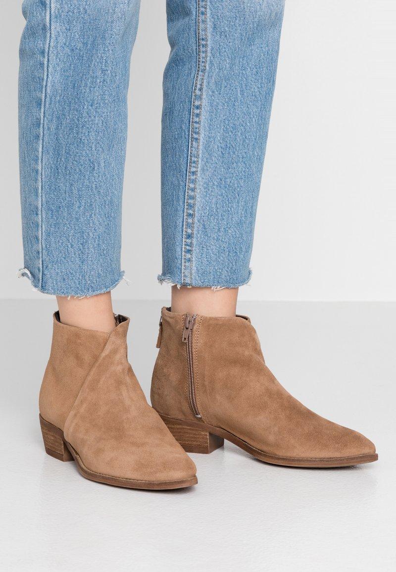 Pavement - SARA - Ankle boots - mole