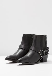 Pavement - DEMI - Boots à talons - black - 4