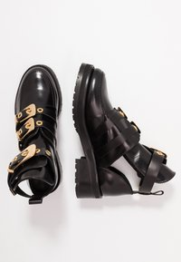 Pavement - KAJA POLIDO - Ankelboots - black/gold - 3