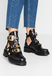 Pavement - KAJA POLIDO - Ankelboots - black/gold - 0