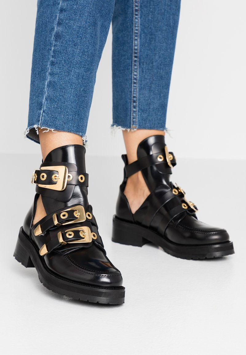 Pavement - KAJA POLIDO - Ankelboots - black/gold