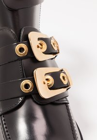 Pavement - KAJA POLIDO - Ankelboots - black/gold - 2