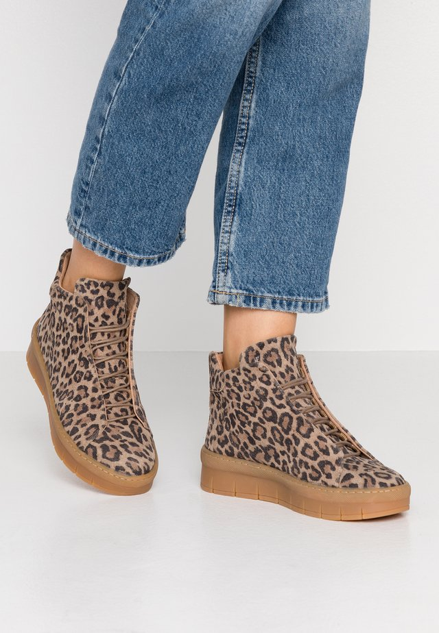 MADDIE LACE - Ankle boot - brown