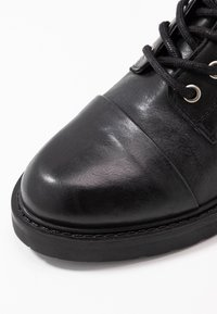 Pavement - CHARLEY - Stivaletti stringati - black - 2