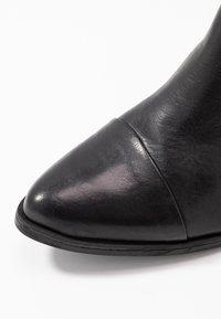 Pavement - PARKER - Classic ankle boots - black - 2