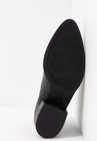 Pavement - PARKER - Classic ankle boots - black - 6