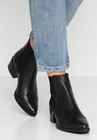 Pavement - PARKER - Classic ankle boots - black - 0