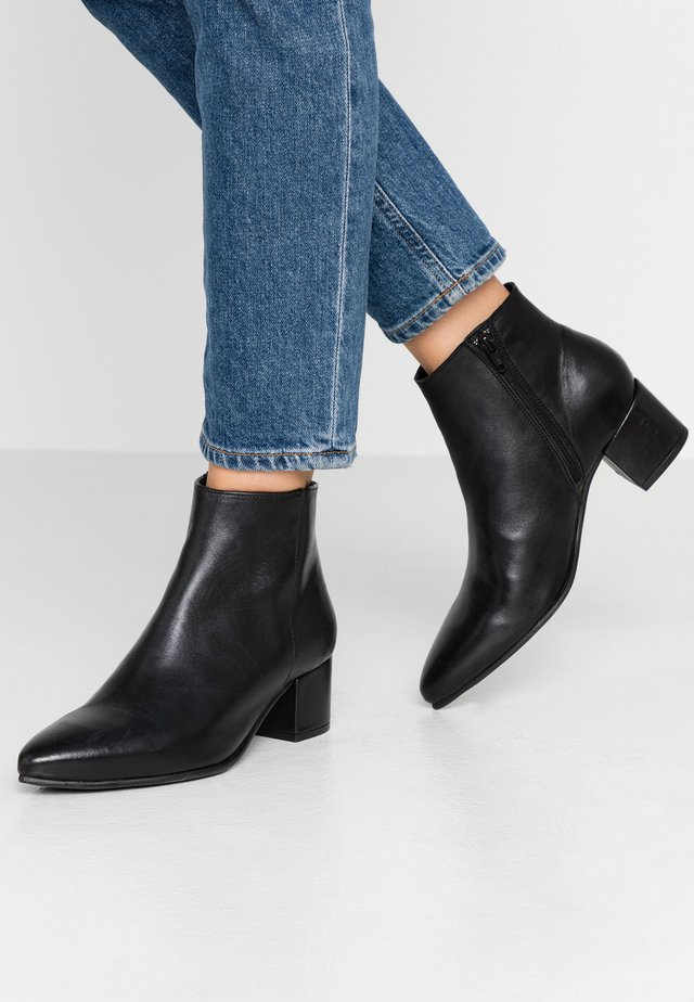 MILLIE - Korte laarzen - black