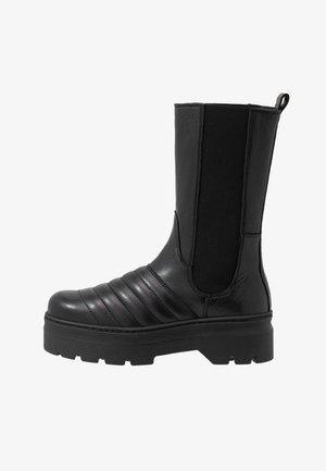 FLORA - Plateaustøvler - black