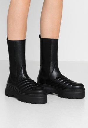 FLORA - Platåstøvler - black