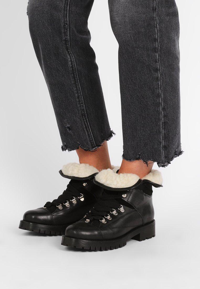 Pavement - ALICE LONG  - Botas para la nieve - black