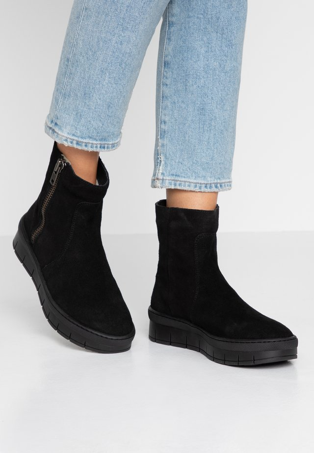 DAKOTA - Platform ankle boots - black