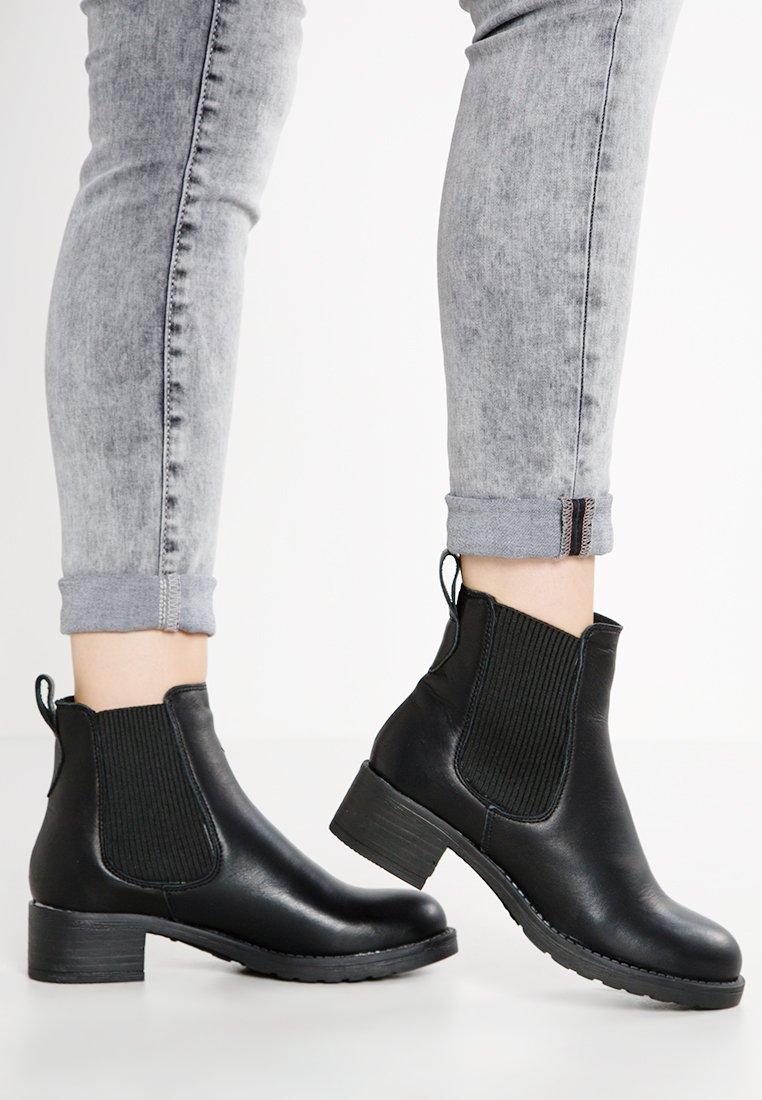 Pavement - CHRISTINA  - Classic ankle boots - black