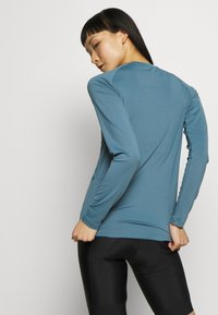 POC - ESSENTIAL  - Langarmshirt - calcite blue - 2