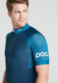 POC - ESSENTIAL ROAD - T-shirt imprimé - antimony multi blue - 4