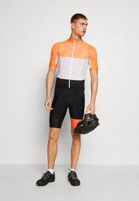 POC - ESSENTIAL ROAD LIGHT  - T-Shirt print - granite grey/zink orange - 1