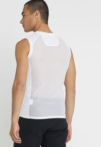 POC - ESSENTIAL LAYER  - Top - hydrogen white - 2