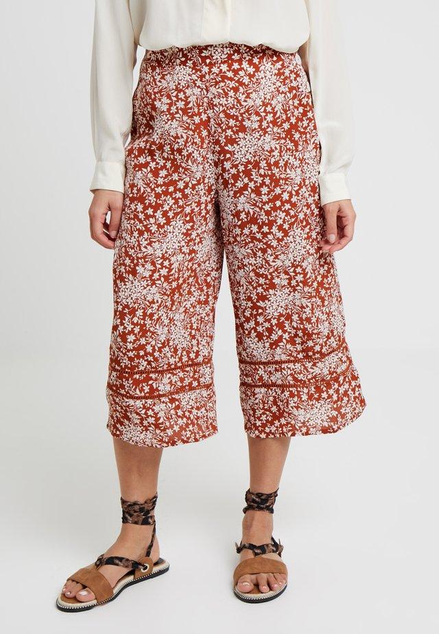 RAE BUTTON CULOTTE TROUSER - Pantalon classique - rust