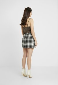 Miss Selfridge Petite - CHECK KILT SKIRT - A-line skirt - mono - 2