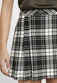 Miss Selfridge Petite - CHECK KILT SKIRT - Áčková sukně - mono - 5