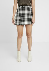 Miss Selfridge Petite - CHECK KILT SKIRT - A-line skirt - mono - 0