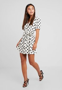 Miss Selfridge Petite - SPOT DRESS - Abito a camicia - white - 1