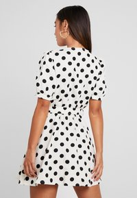 Miss Selfridge Petite - SPOT DRESS - Abito a camicia - white - 2