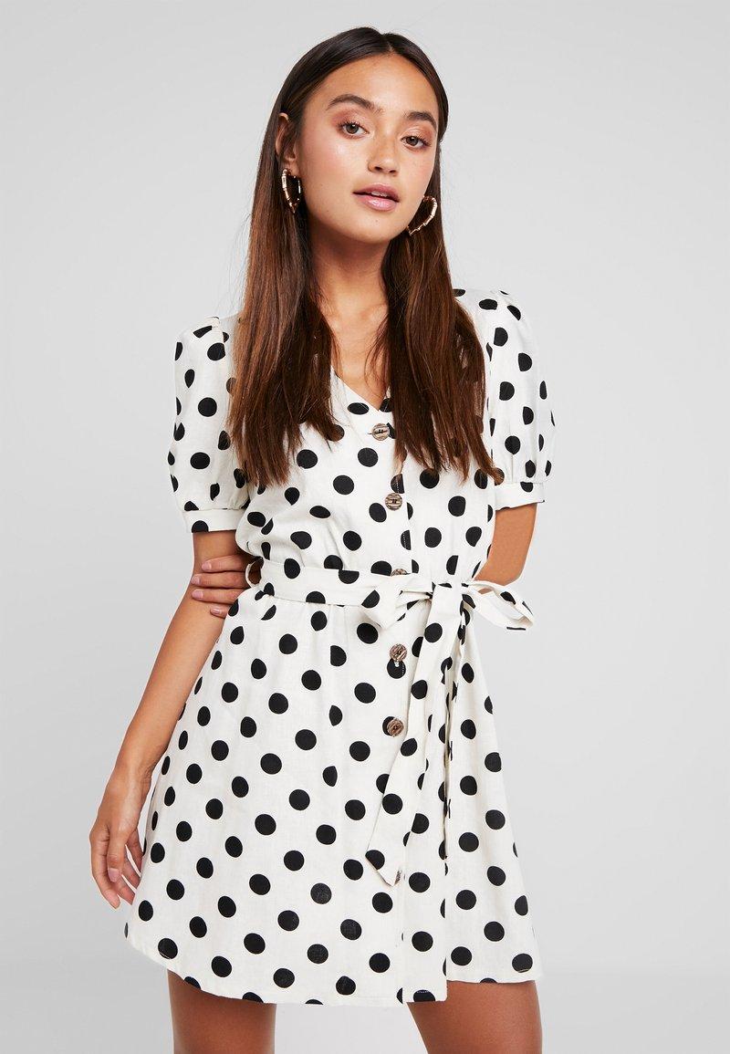 Miss Selfridge Petite - SPOT DRESS - Skjortekjole - white