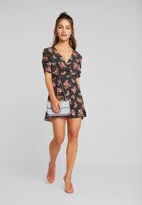 Miss Selfridge Petite - FLORAL WRAP DRESS - Robe d'été - black - 2