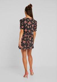 Miss Selfridge Petite - FLORAL WRAP DRESS - Robe d'été - black - 3