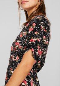 Miss Selfridge Petite - FLORAL WRAP DRESS - Robe d'été - black - 6