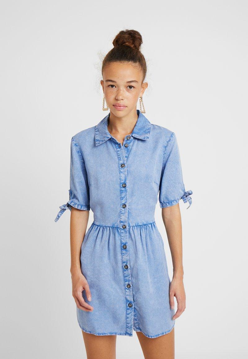 Miss Selfridge Petite - SHIRT DRESS - Jeanskjole / cowboykjoler - blue