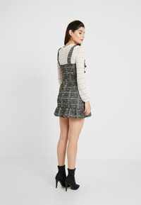 Miss Selfridge Petite - PINNY DRESS - Stickad klänning - mono - 3