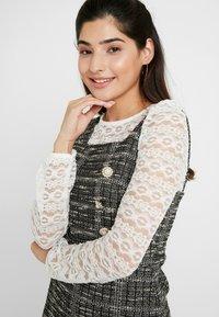 Miss Selfridge Petite - PINNY DRESS - Stickad klänning - mono - 4
